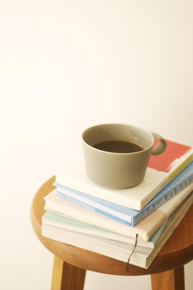 http://www.schule.jp/news/%E6%9C%AC%E3%81%A8%E3%81%8A%E8%8C%B6%20%E3%81%B5%E3%81%9F%E3%81%9F%E3%81%B2%E3%82%99.jpg